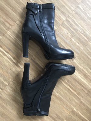Alberto Fermani Zipper Booties black