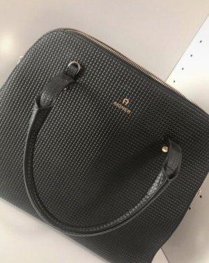 Aigner Handtasche!