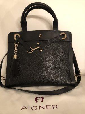 Aigner Tasche schwarz mit Anhänger