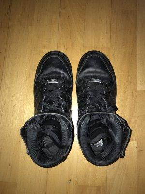 Nike Velcro Sneakers black