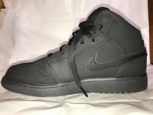 Air Jordan 1 Mid BG