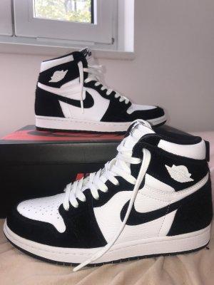 Air Jordan 1Panda 'twist'