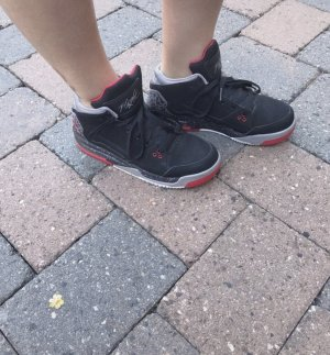 Air Jordan schwarz rot