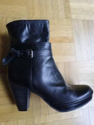 Air Step Zipper Booties black