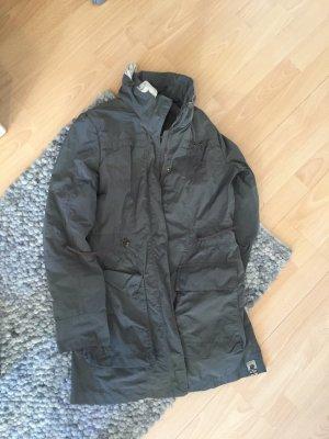 Airfield Jacke mit Kapuze, sitzt wie eine S