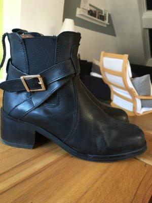 Akira Boots mit Absatz Leder