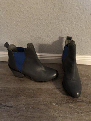 Akira echt Leder Chelsea Boots Stiefeletten Gr. 37 grau blau Görtz neuwertig