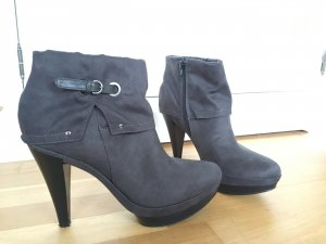 Akira Plateau Ankle Boots