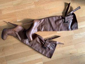 Albano Botas sobre la rodilla marrón claro