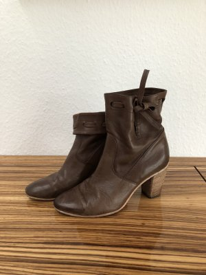 Alberto Fermani Slip-on Booties brown
