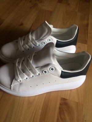 Alexander McQueen Lace-Up Sneaker white-black