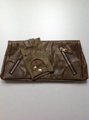 ALEXANDER MCQUEEN Clutch mit Handschuh in olivgrün