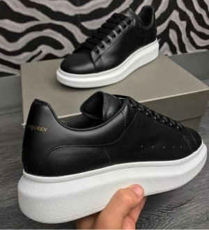 Alexander McQueen Lace-Up Sneaker black-white leather