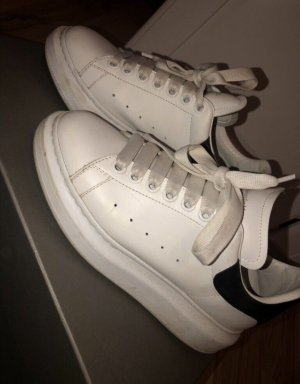 Alexander McQueen Lace-Up Sneaker white-black
