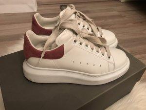Alexander McQueen Zapatilla brogue blanco-rosa
