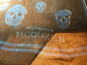 Alexander McQueen Fazzoletto da collo blu-nero