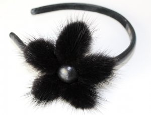 Headdress black-gold-colored pelt