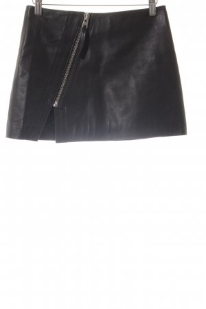 All Saints Falda de cuero negro look casual