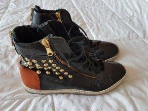 *ALLER LETZTER PREIS* * Original OVYE Sneakers aus Leder - Grösse 37