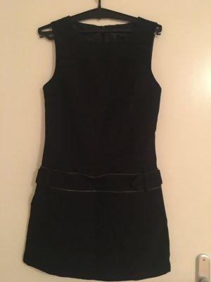 *Alles muss raus!* Schwarzes Kleid