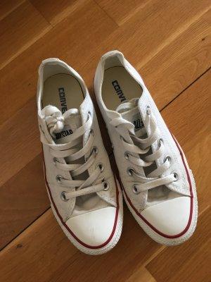 Alles muss raus! Weiße Converse-Schuhe!