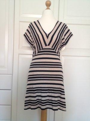 Alleskönner-Kleid mit Streifen