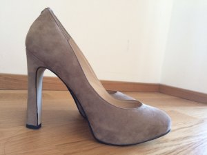 Allrounder: Guess Wildleder Pumps in Taupe