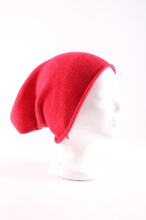 Allude Beanie red cable stitch casual look