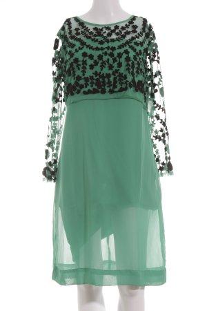 Almatrichi Chiffonkleid grün-schwarz Street-Fashion-Look