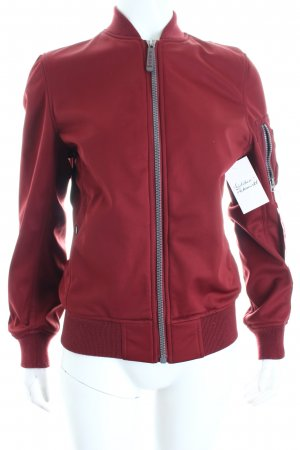 Alpha Industries Bomberjacke bordeauxrot-dunkelgrau Boyfriend-Look