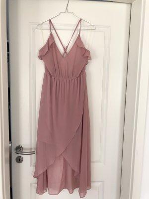 Altrosa Kleid mit tiefen Rückeneinblick