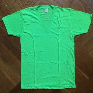 American Apparel V-hals shirt weidegroen-neon groen Katoen
