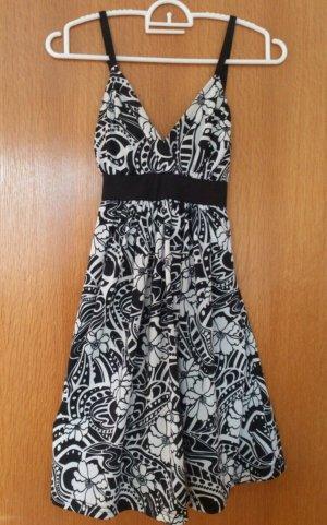 Amisu Kleid XS schwarz weiß mit Blumenmuster und Schleife