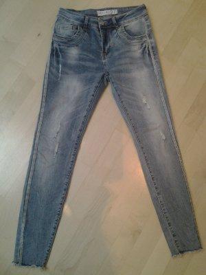 Amisu Sommer Jeans in Gr. 27/30 hellblau mit Glitzernaht