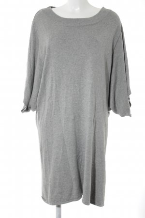 Amy Vermont Vestido a media pierna gris look casual