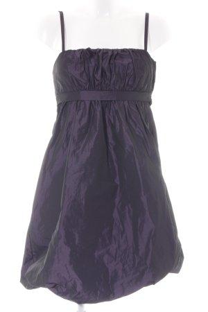 Ana Alcazar vestido de globo violeta oscuro elegante