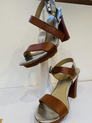 Sandaletto con tacco alto argento-cognac