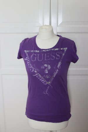 Angenehm leichtes Lila Guess T-shirt