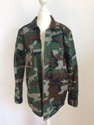 Angesagte Camouflage Hemdbluse   Carhartt Größe M