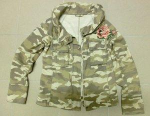 Angesagte Camouflage Jacke mit Rose Bestickt--Gr M/38