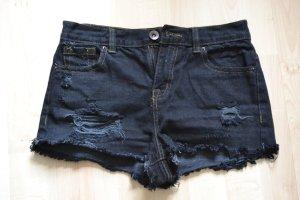 Angesagte dunkle Shorts im destroyed-look