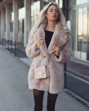 Angesagte flauschige Jacke- Zara
