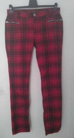 Angesagte Karo-Hose in Trendfarbe rot