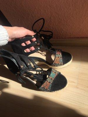 Sandalo con plateau nero-beige chiaro