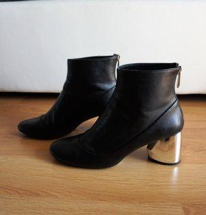 angesagte, schwarze Stiefeletten mit silber Absatz von Zara