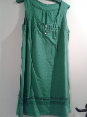 """angesagtes grünes Leinenkleid als """"Vorbote"""" für den Sommer"""