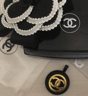 Anhänger aus Chanel Knopf hergestellt für Perlenkette auch Ohrringe verfügbar Neu OVP