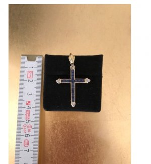 Anhänger, Kreuz in 18 Karat Gelbgold mit Saphiren und Diamanten