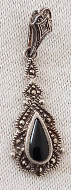 Colgante negro-color plata