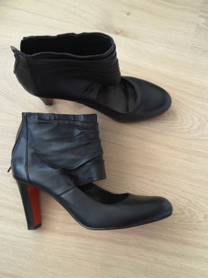Belmondo Cut Out Booties black-red
